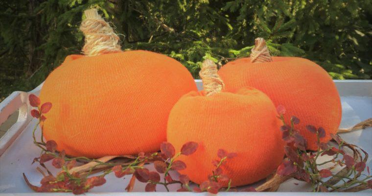 Fall decor – easy sock pumpkins